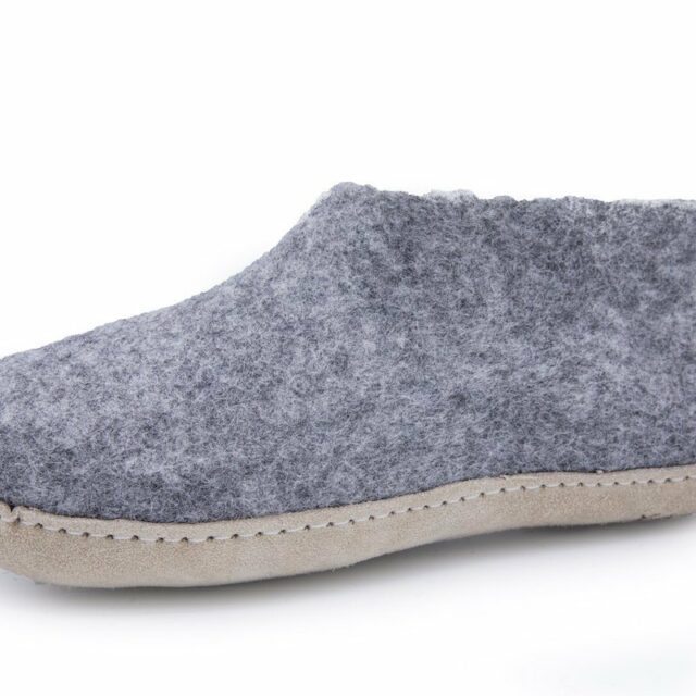 100% ægte uld sutsko - Hjemmesko i grå til mænd og damer på tilbud